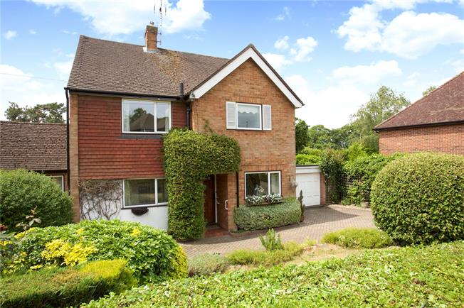 Asking Price £850,000, 3 Bedroom Detached House For Sale in Weybridge, KT13