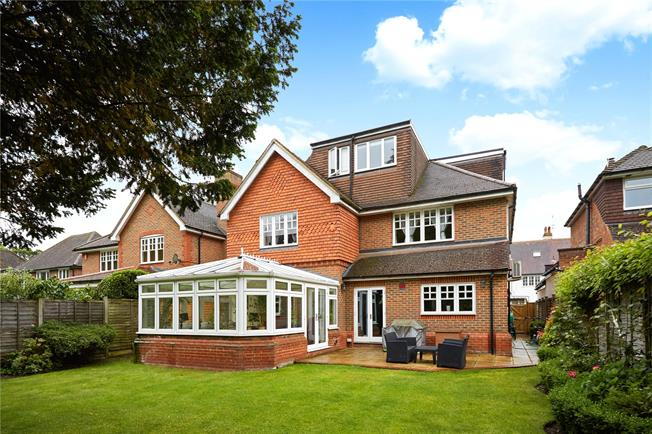 Asking Price £1,295,000, 5 Bedroom Detached House For Sale in Walton-on-Thames, Surrey, KT12