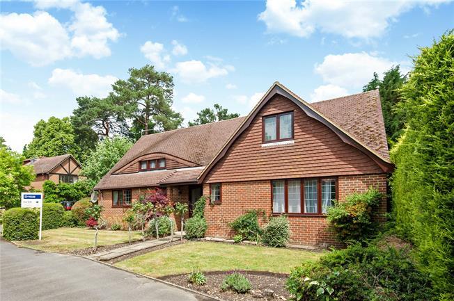 Guide Price £1,250,000, 4 Bedroom Detached House For Sale in Weybridge, KT13