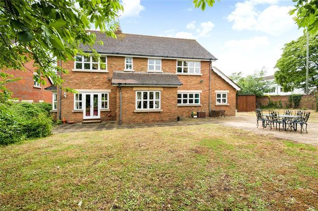 Asking Price £1,450,000, 5 Bedroom Detached House For Sale in Weybridge, KT13
