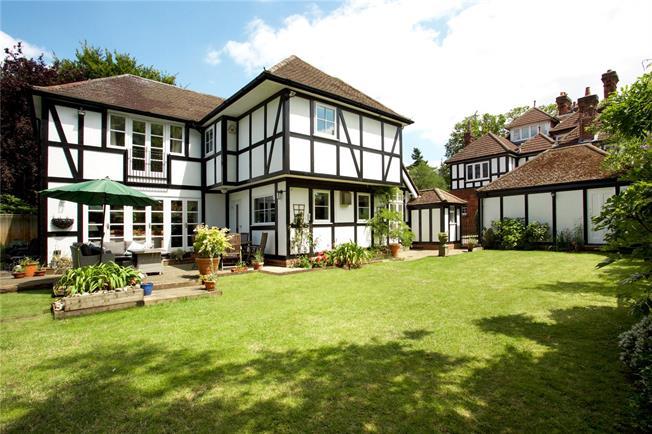 Asking Price £1,250,000, 5 Bedroom Detached House For Sale in Weybridge, KT13