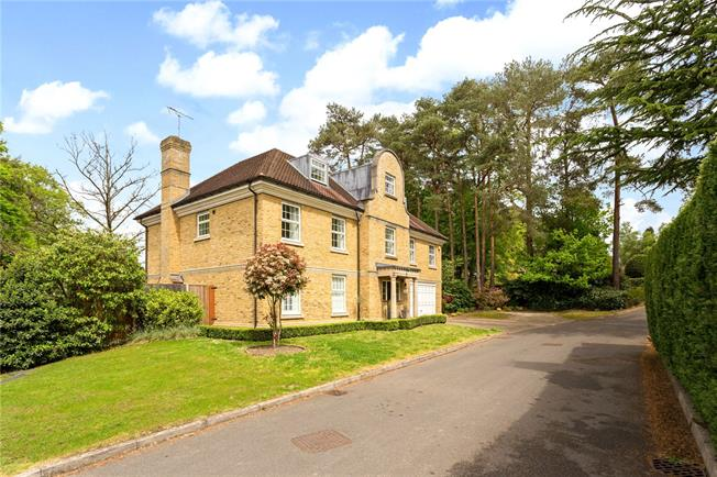 Guide Price £1,525,000, 6 Bedroom Detached House For Sale in Woking, GU22