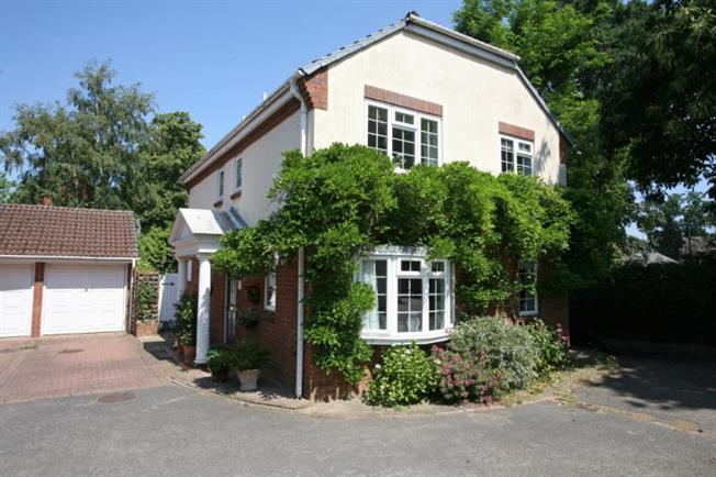 Asking Price £960,000, 3 Bedroom Detached House For Sale in Weybridge, KT13