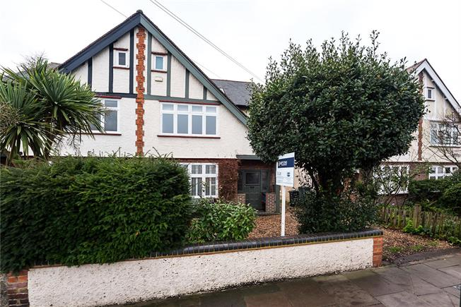 Guide Price £1,375,000, 4 Bedroom Semi Detached House For Sale in East Sheen, SW14
