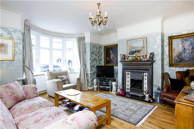 Guide Price £1,095,000, 4 Bedroom Semi Detached House For Sale in London, SW14