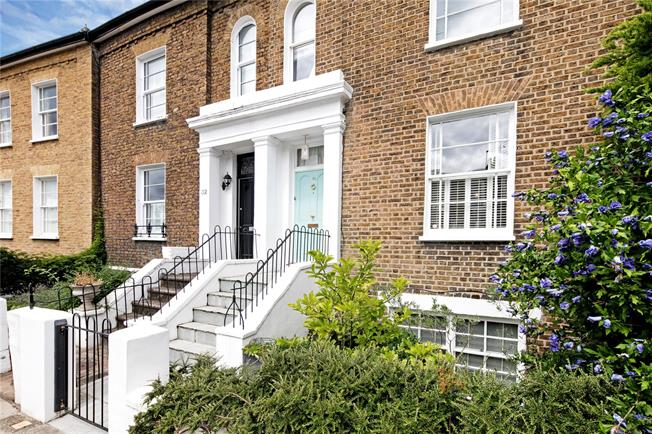 Guide Price £1,325,000, 5 Bedroom Terraced House For Sale in London, SW14