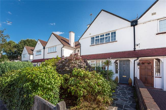 Guide Price £975,000, 3 Bedroom Terraced House For Sale in Richmond, TW10