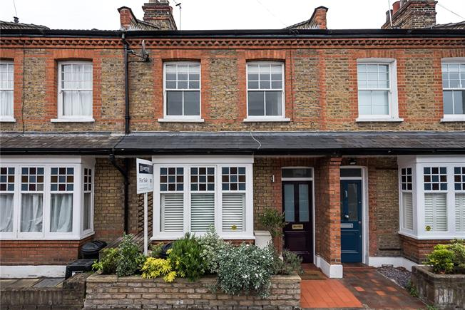 Guide Price £799,950, 2 Bedroom Terraced House For Sale in London, SW14