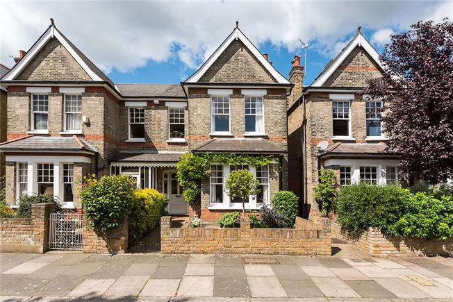 Asking Price £1,125,000, 3 Bedroom Semi Detached House For Sale in London, SW14