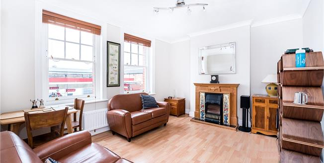 Guide Price £400,000, 2 Bedroom Flat For Sale in East Sheen, SW14