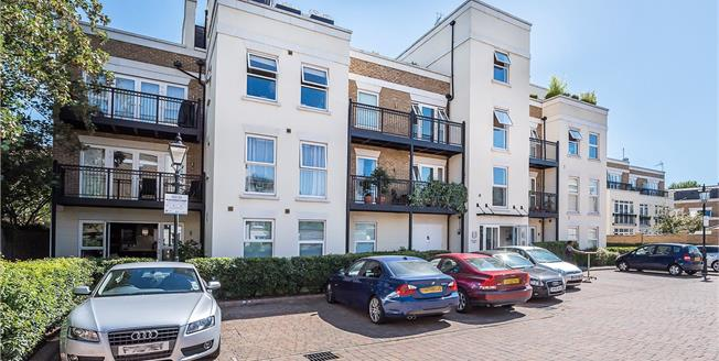 Guide Price £600,000, 2 Bedroom Flat For Sale in London, SW14