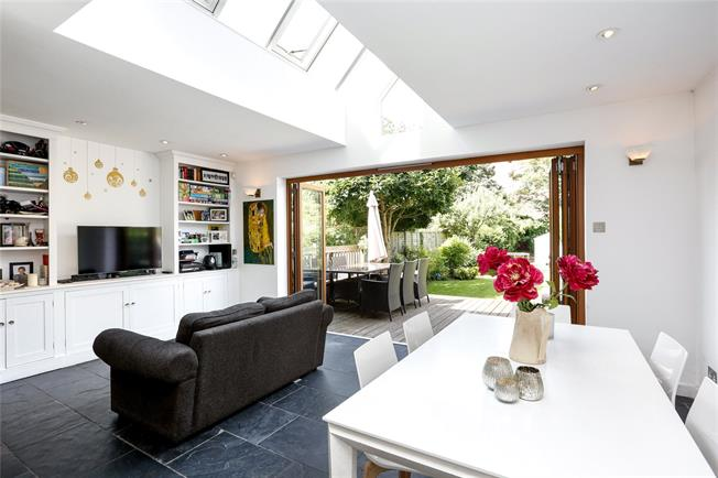 Guide Price £1,500,000, 5 Bedroom Semi Detached House For Sale in London, SW14