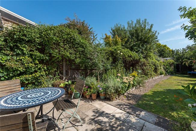 Guide Price £650,000, 3 Bedroom House For Sale in London, SW14