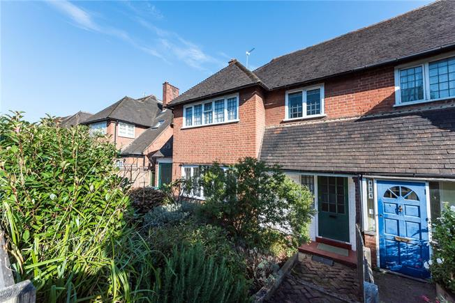 Guide Price £1,050,000, 4 Bedroom Semi Detached House For Sale in Richmond, TW10