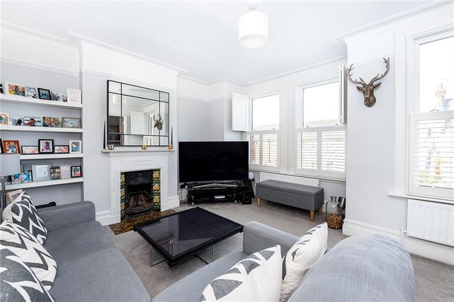 Guide Price £915,000, 4 Bedroom Flat For Sale in London, SW14