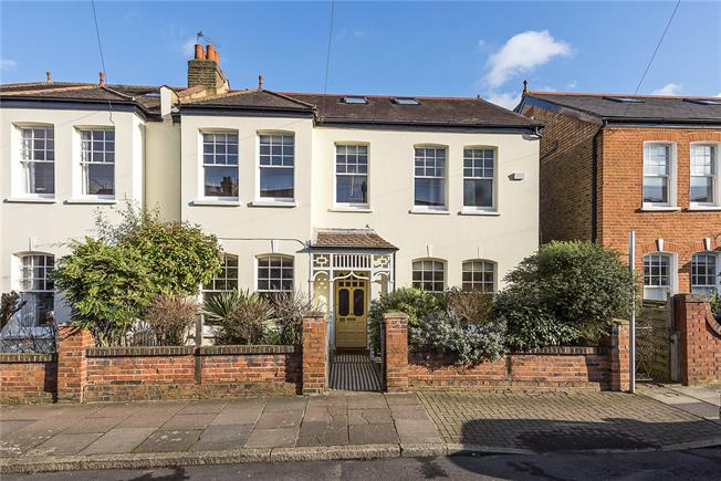 Guide Price £1,650,000, 5 Bedroom Semi Detached House For Sale in London, SW14