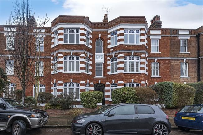 Guide Price £770,000, 2 Bedroom Flat For Sale in London, SW13