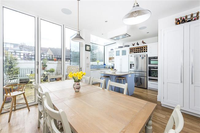 Guide Price £1,175,000, 4 Bedroom House For Sale in East Sheen, SW14