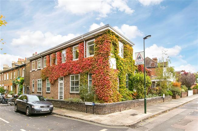 Guide Price £1,800,000, 5 Bedroom Detached House For Sale in London, SW14