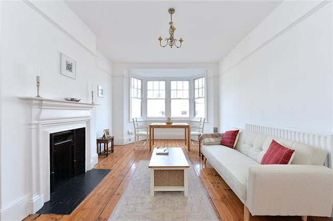 Guide Price £450,000, 2 Bedroom Flat For Sale in London, SW14