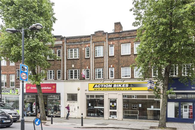 Guide Price £500,000, 3 Bedroom Flat For Sale in London, SW14