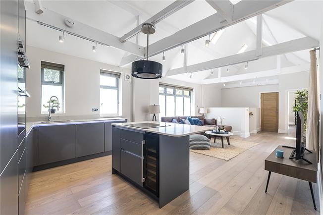 Guide Price £899,999, 3 Bedroom House For Sale in London, SW14