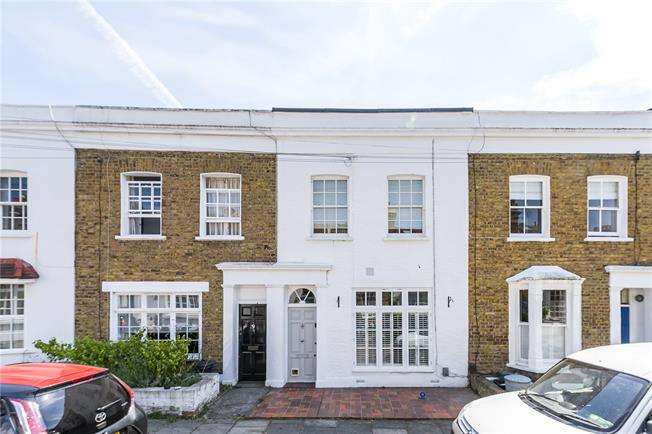 Guide Price £950,000, 3 Bedroom Terraced House For Sale in London, SW13