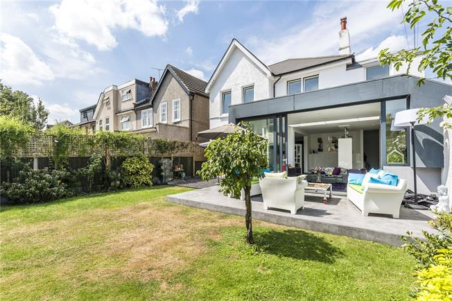 Guide Price £1,750,000, 5 Bedroom Detached House For Sale in London, SW14