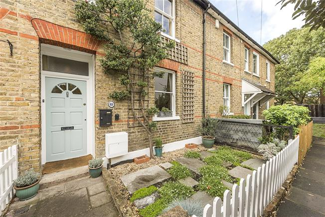 Guide Price £785,000, 3 Bedroom Terraced House For Sale in London, SW14