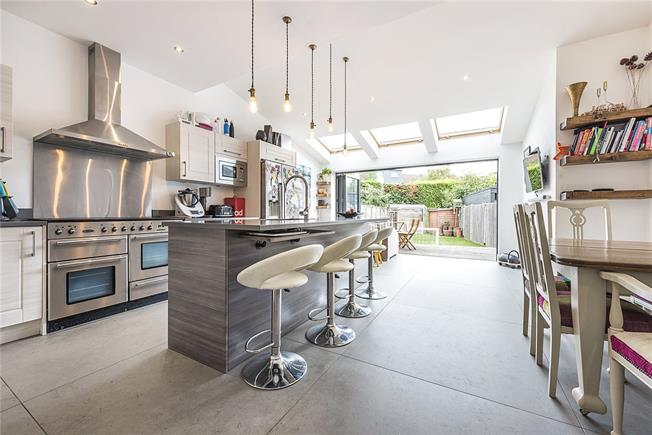Guide Price £1,085,000, 4 Bedroom Semi Detached House For Sale in London, SW14