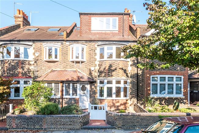 Guide Price £1,395,000, 4 Bedroom Terraced House For Sale in London, SW14