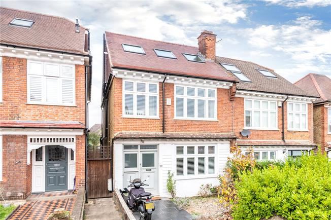Guide Price £1,275,000, 4 Bedroom Semi Detached House For Sale in East Sheen, SW14