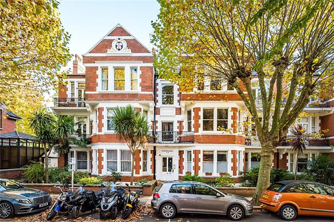 Guide Price £1,345,000, 3 Bedroom Flat For Sale in London, SW13