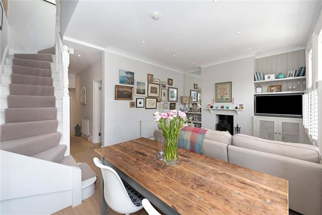 Guide Price £665,000, 2 Bedroom Flat For Sale in London, SW14