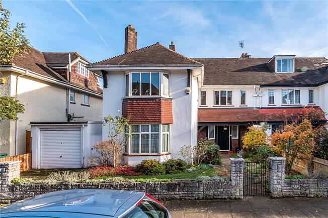 Guide Price £1,850,000, 4 Bedroom Semi Detached House For Sale in London, SW14