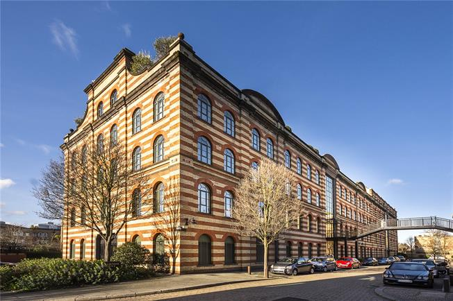 Guide Price £675,000, 1 Bedroom Flat For Sale in London, SW13