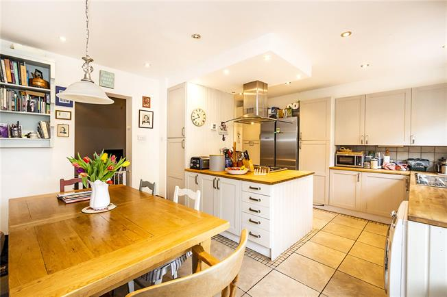 Guide Price £1,150,000, 4 Bedroom Terraced House For Sale in London, SW14
