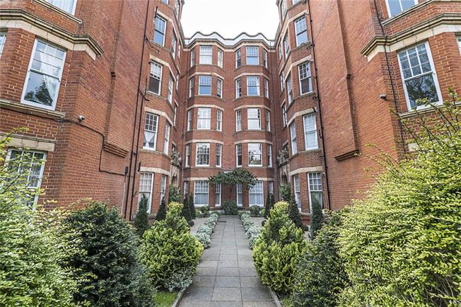 Guide Price £525,000, 1 Bedroom Flat For Sale in London, SW13