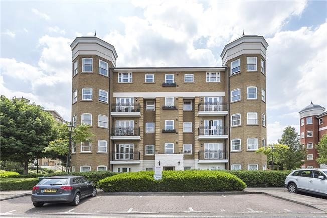 Guide Price £700,000, 2 Bedroom Flat For Sale in London, SW13