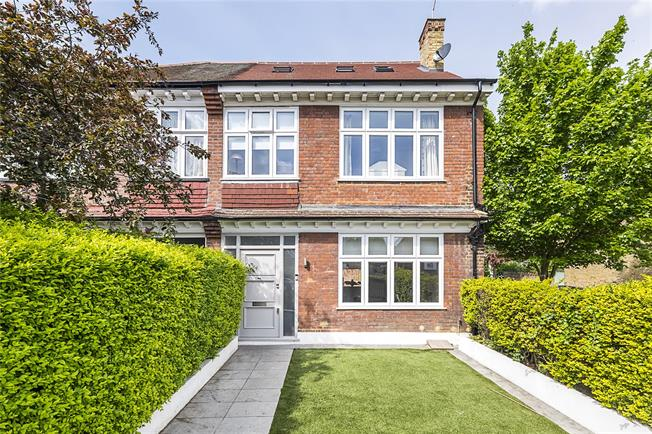 Guide Price £1,350,000, 5 Bedroom Semi Detached House For Sale in London, SW14