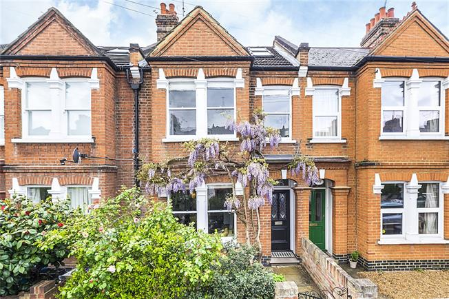 Guide Price £1,200,000, 4 Bedroom Terraced House For Sale in London, SW14