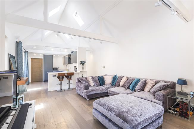 Guide Price £900,000, 3 Bedroom Semi Detached House For Sale in London, SW14