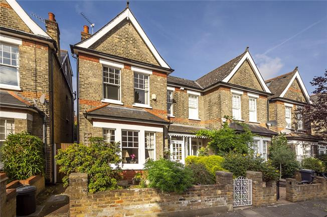 Guide Price £1,125,000, 3 Bedroom Semi Detached House For Sale in London, SW14