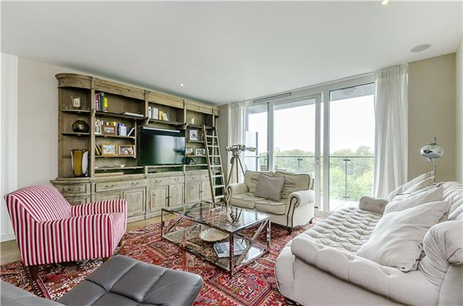 Asking Price £1,750,000, 2 Bedroom Flat For Sale in London, SW8