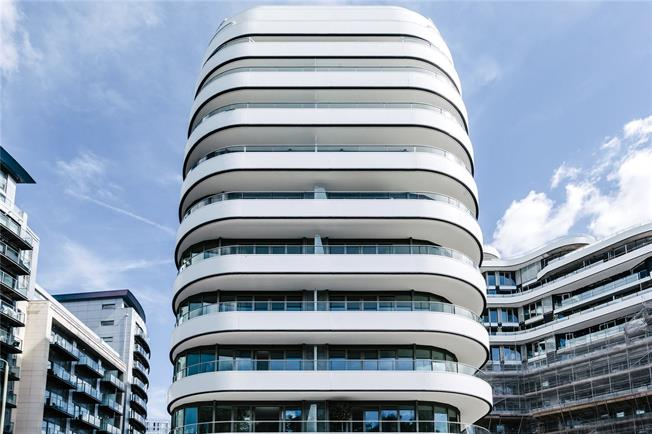 Asking Price £1,240,000, 2 Bedroom Flat For Sale in London, SW8