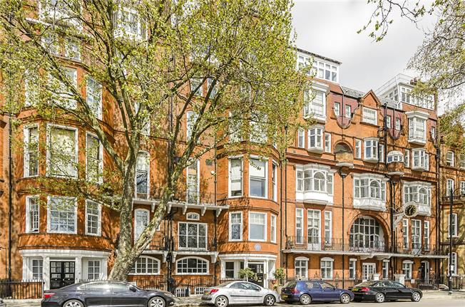 Asking Price £570,000, Flat For Sale in London, SW3