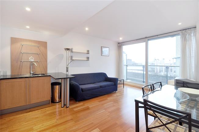 Asking Price £415,000, 1 Bedroom Flat For Sale in London, SW8