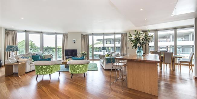 Asking Price £2,150,000, 3 Bedroom Flat For Sale in London, SW8
