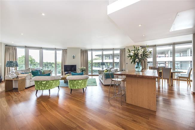 Asking Price £1,950,000, 3 Bedroom Flat For Sale in London, SW11