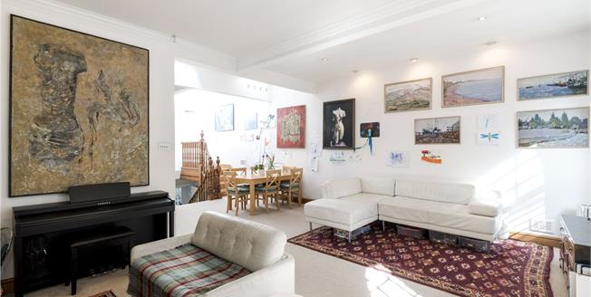 Asking Price £995,000, 2 Bedroom Flat For Sale in London, SW1W